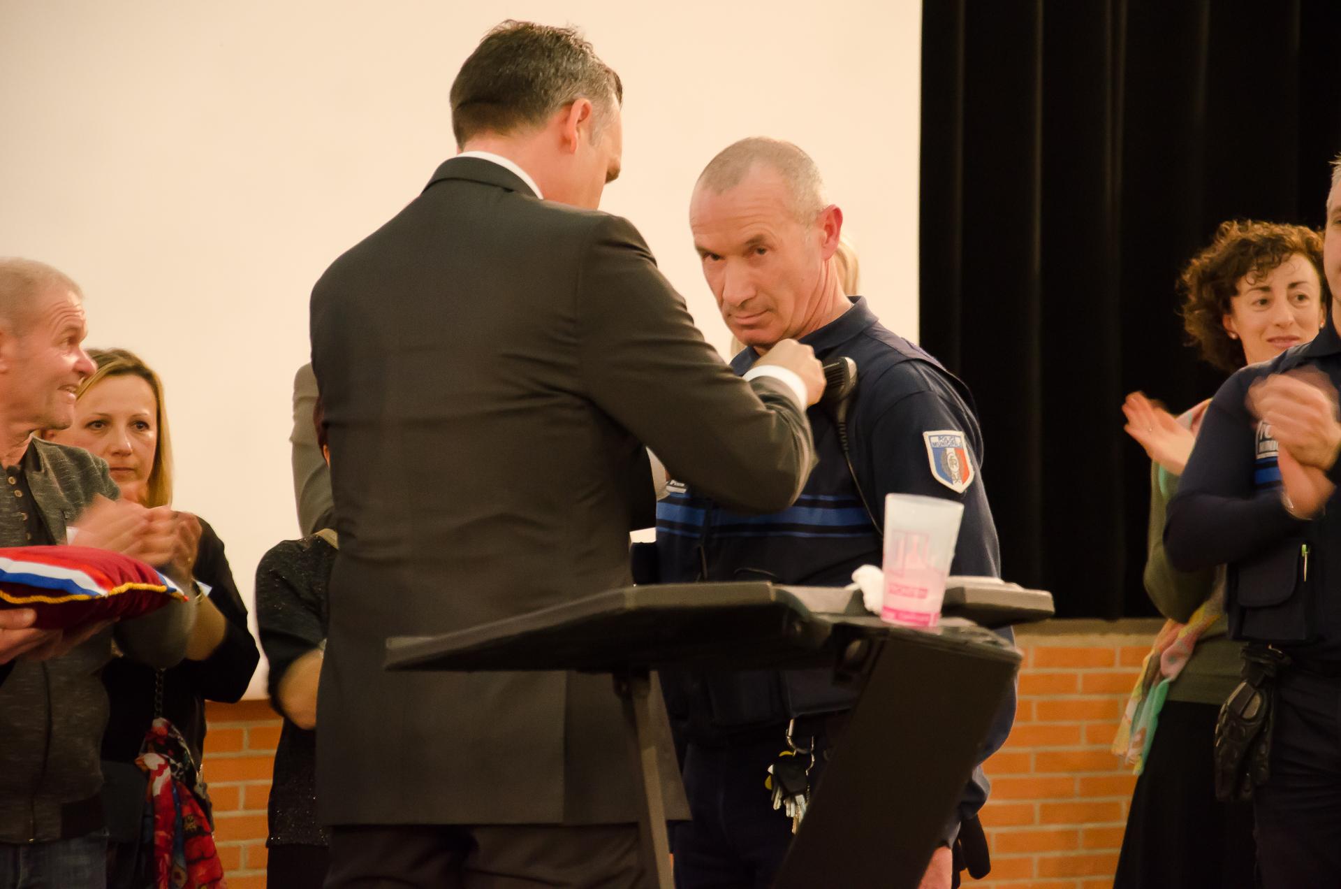 La médaille de la sécurité intérieure pour M. Patrick Bernigaud, agent de la Police Municipale