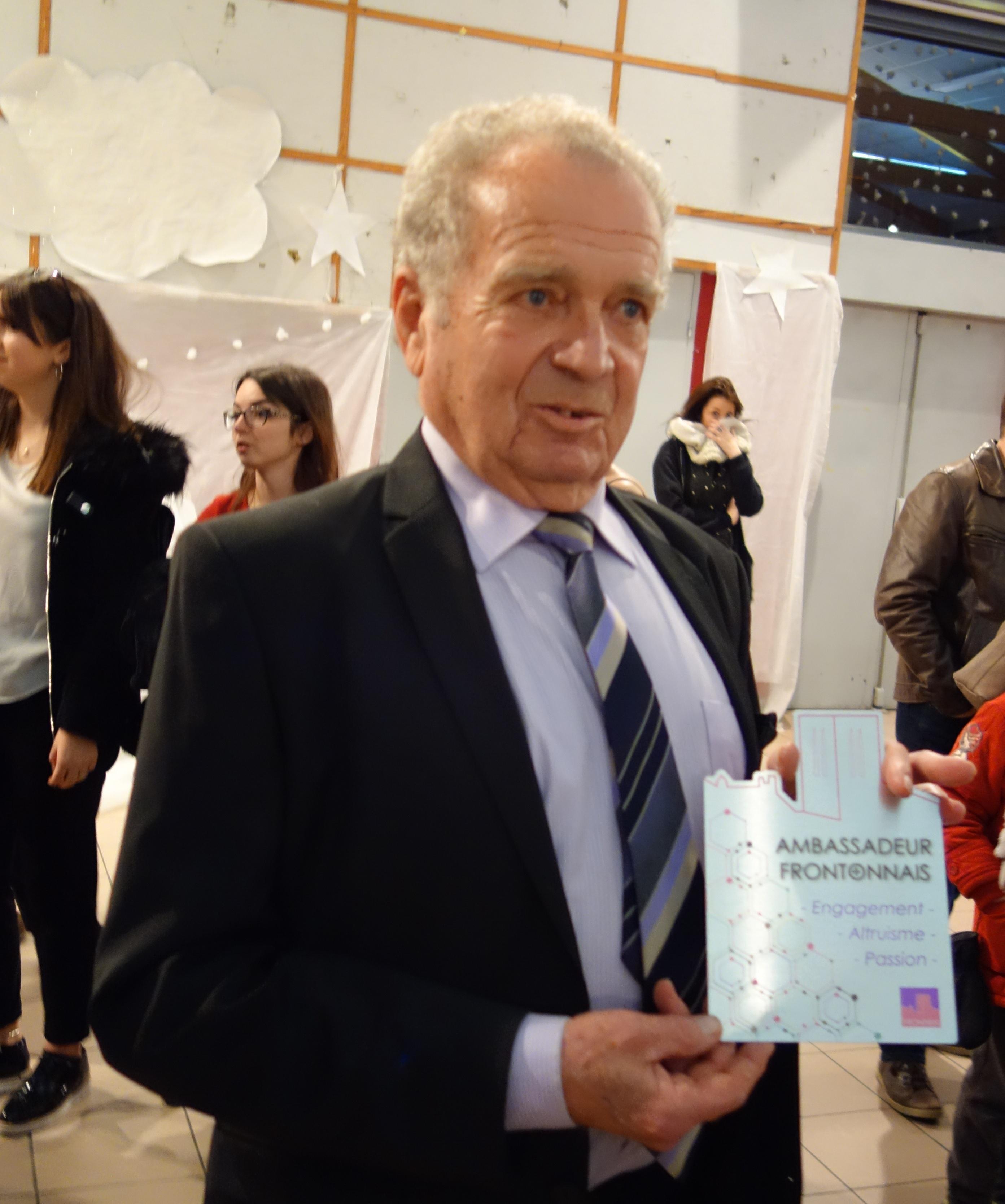 Le titre d'Ambassadeur de Fronton pour M. Robert Bard, Président de l'association « Le Goujon Frontonnais »